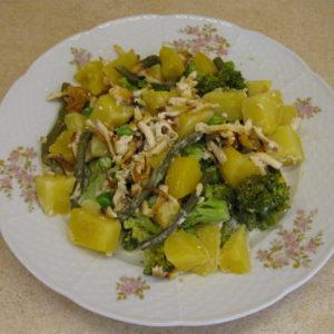Zapečené brambory s brokolicí a uzeným tofu