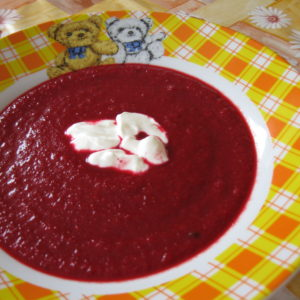 Polévka z červené řepy